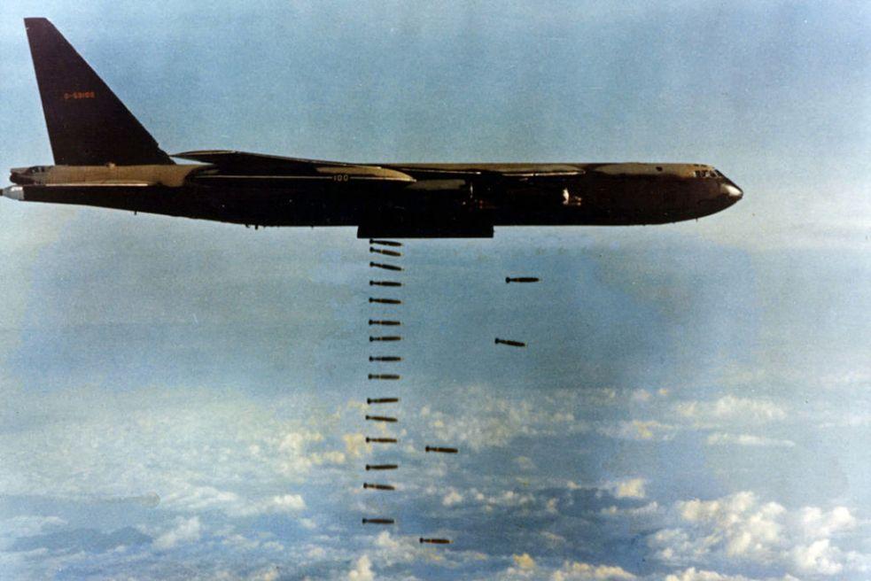 1024px-B-52D(061127-F-1234S-017)